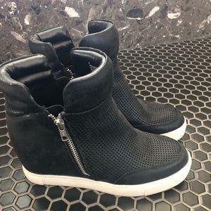 Mossimo Wedge Sneaker sz8